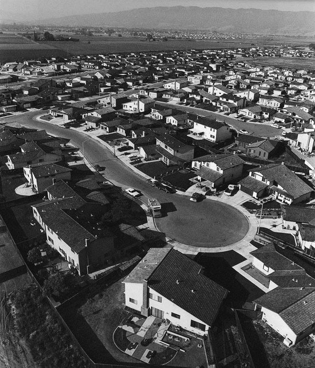 bill owens suburbia essay Suburbia [bill owens] on amazoncom free shipping on qualifying offers in 1972, while a news photographer for the livermore independent, bill owens made the photographs that comprise.