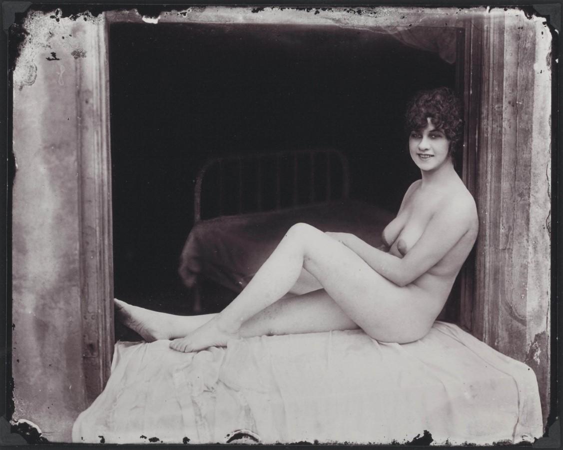 naked-vintage-prostitutes-sara-james-pussy