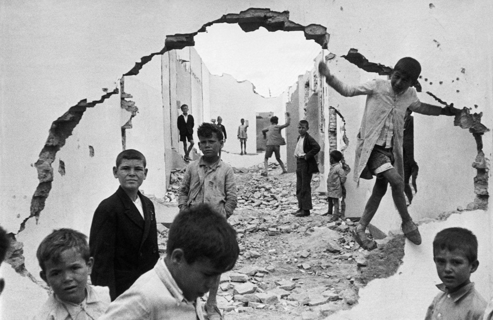 M: Henri Cartier-Bresson