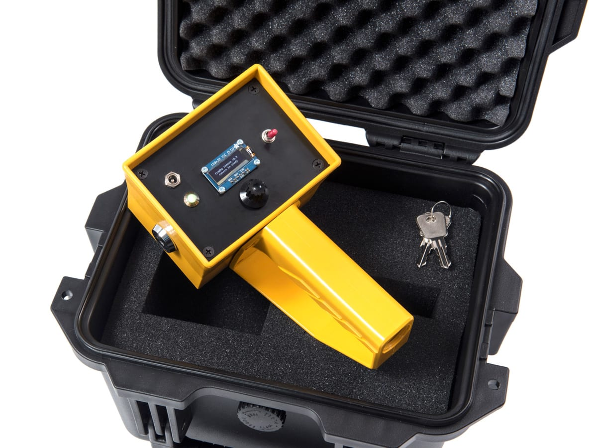 Dries Depoorter & Max Pinckers - Trophy Camera v0.9 studio01